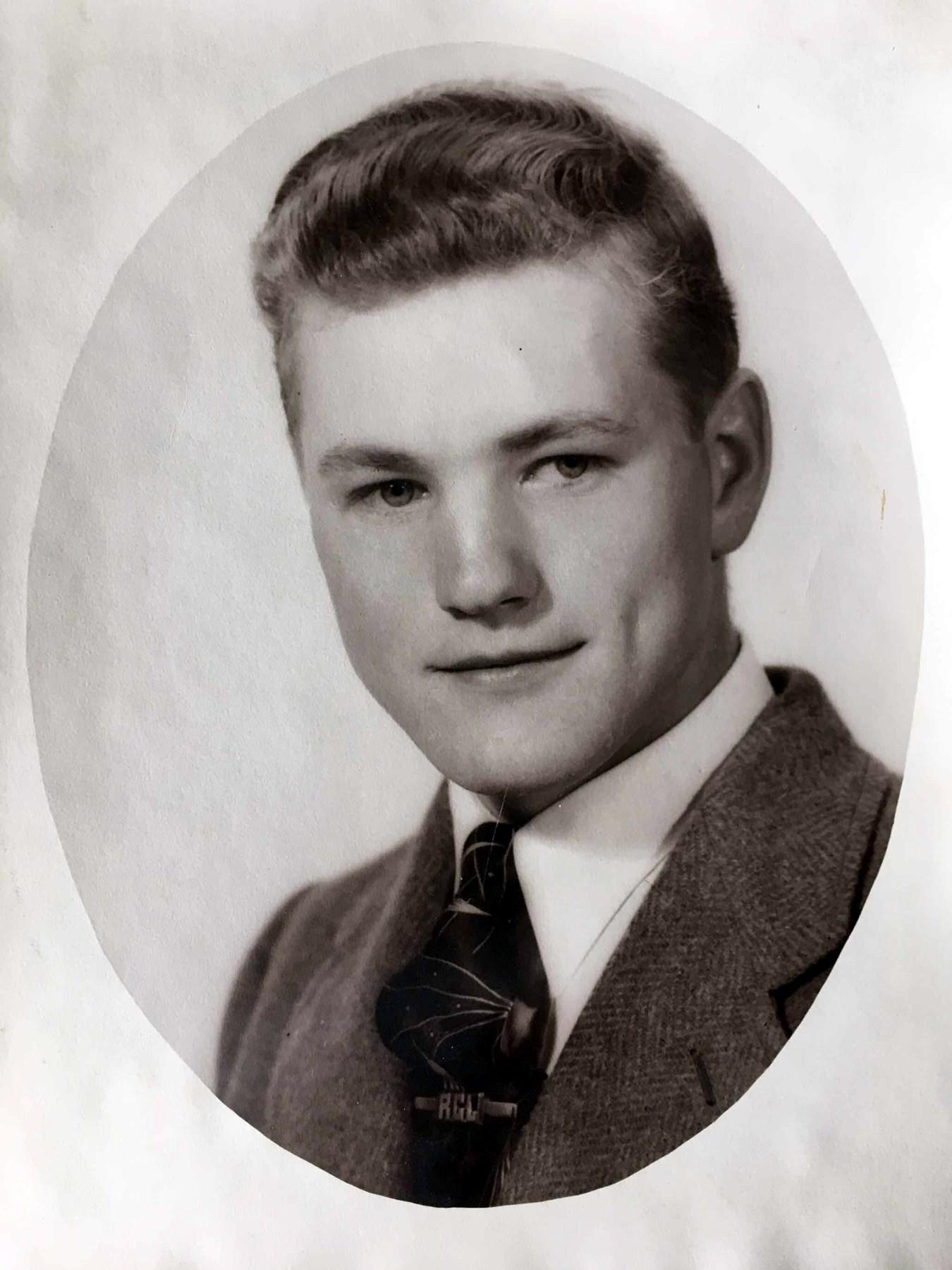 Dr. Roy  Livingston, DDS