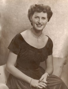 Beverly Mae  Carson