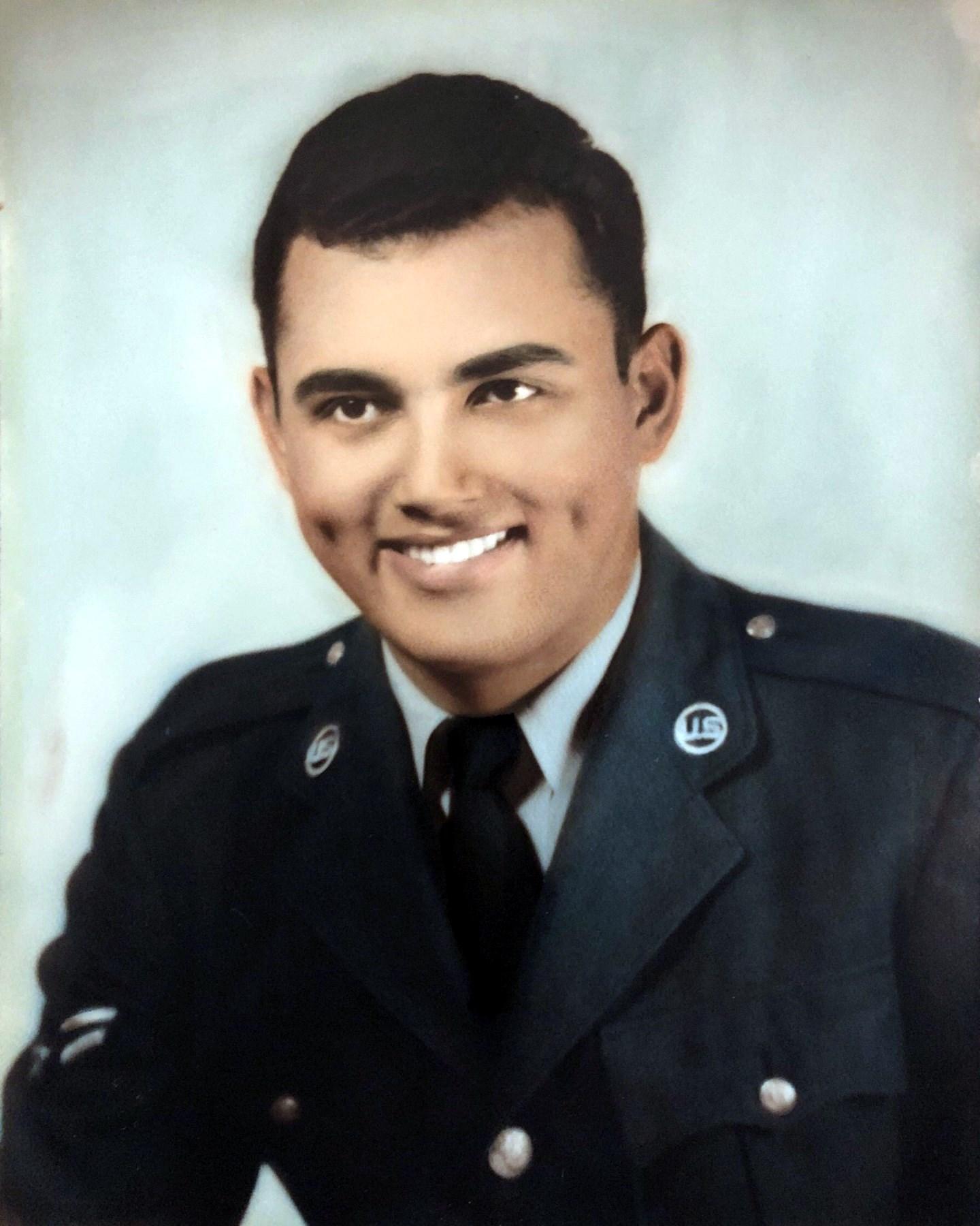 Sr. Rigoberto  Caratini Santiago