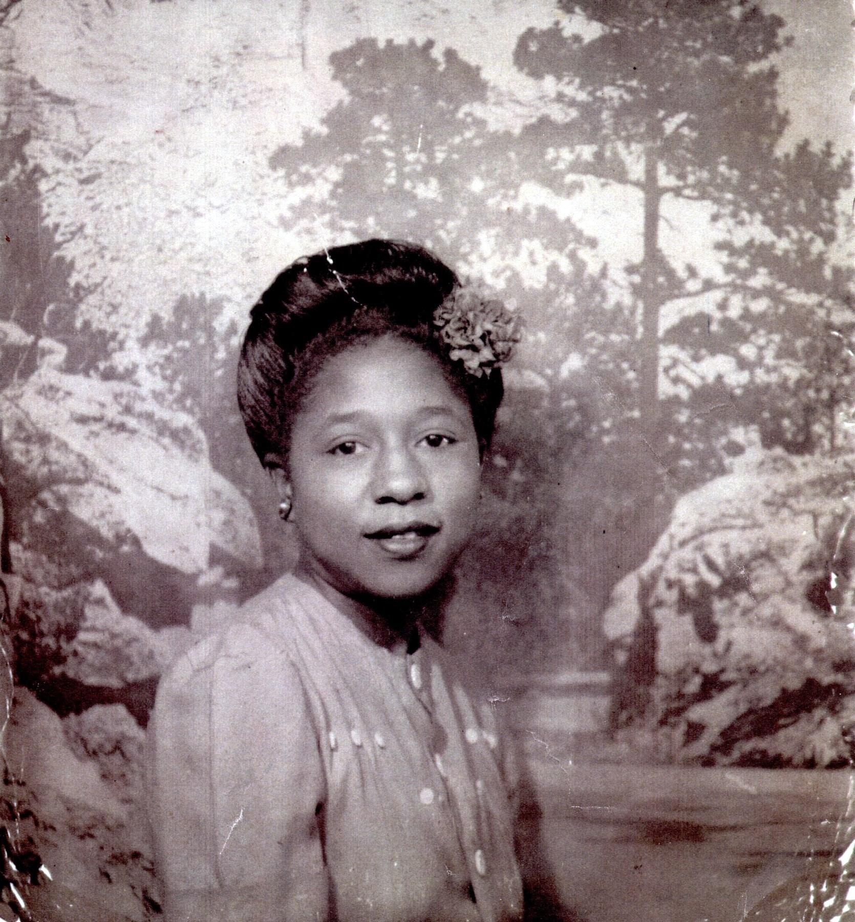 Evelyn Elizabeth  Hill