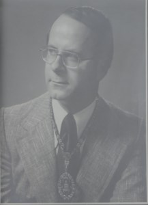 Dr.  Warren Leslie  Heaslip